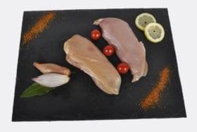 """filet poulet fermier des Landes : un petit goût de liberté. Issu d'une souche de poulet ancestrale dite""""la souche cou nu"""":une chair rustique à croissance lente et inchangée depuis plus de 50 ans."""
