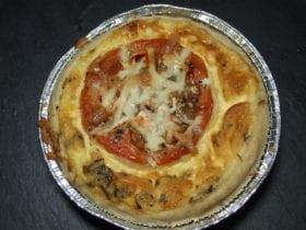 quiche à la provençale est une tarte salée dont la pâte est recouverte d'herbe de provence