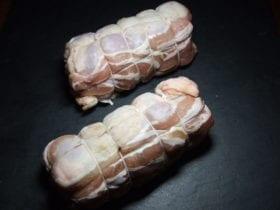 la cuisse de poulet aux petit lègumes enrober de lardons de tomate courgette èchalote