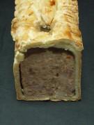 Le pâté en croûte de volaille des bois,grand format, des pâtés pur porc fermier dans une pâte pur beurre.