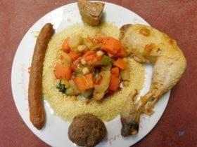 Notre couscous royale fait maison,riche et copieux.A manger en plat principal, sans faire d'entrer.